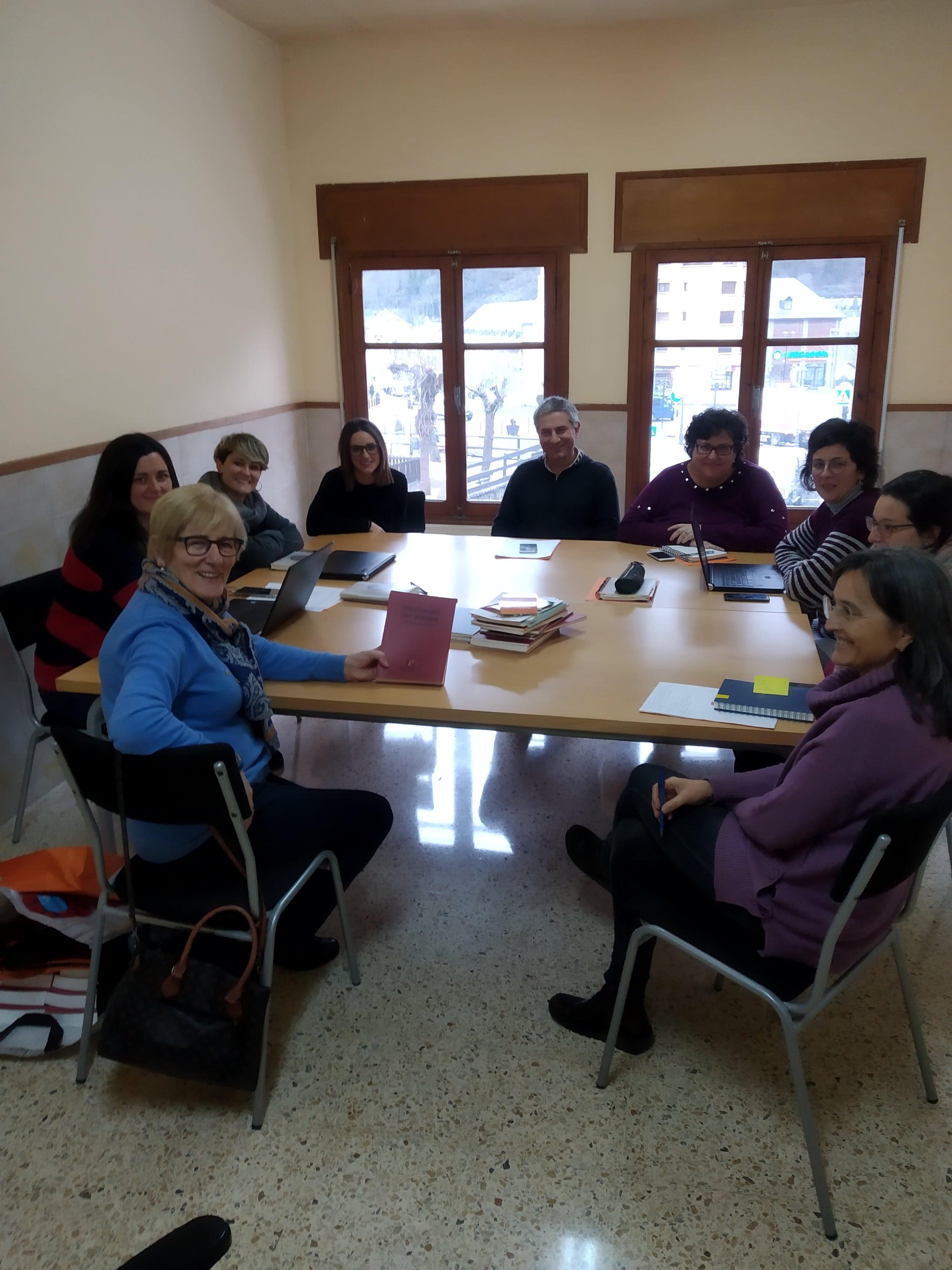 PRESENTACION DETH DICCIONARI AS SERVICIS EDUCATIUS DERA VAL D'ARAN